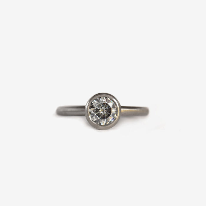 Diamond | Lifted bezel ring