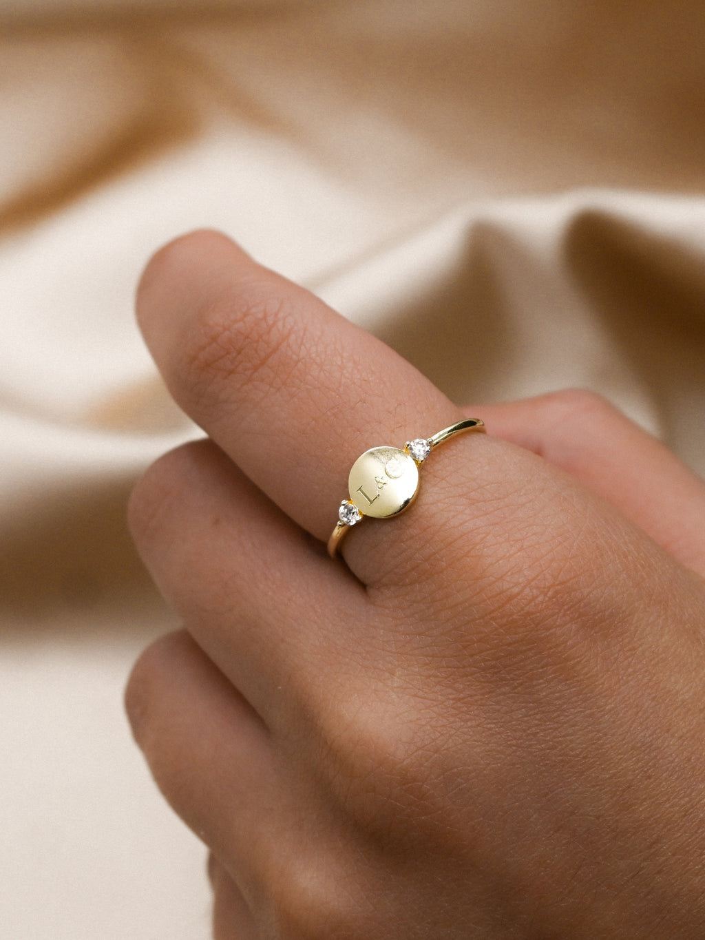 Engraved Disc Ring - Gold