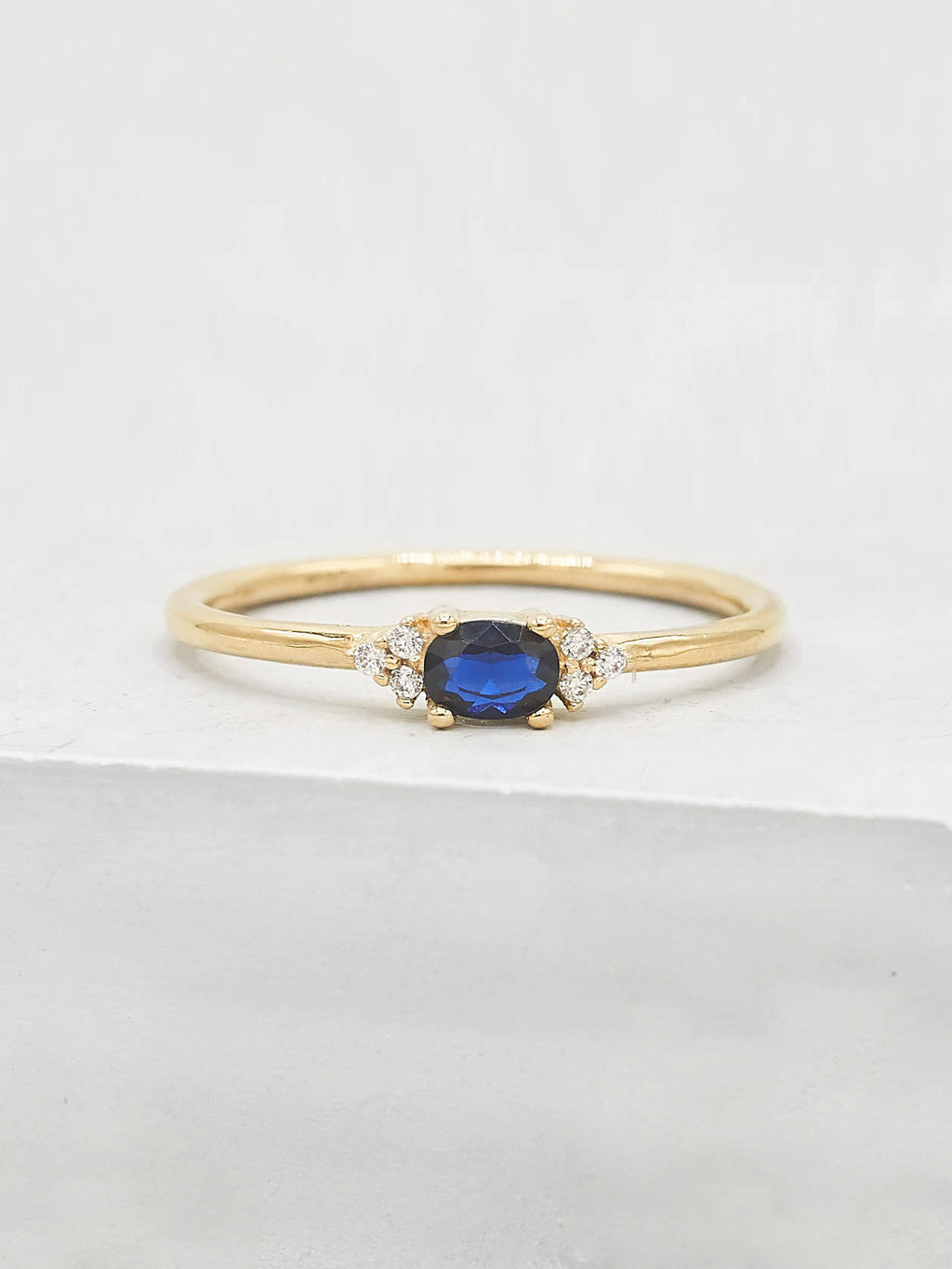 Dainty Oval Ring - Gold + Sapphire