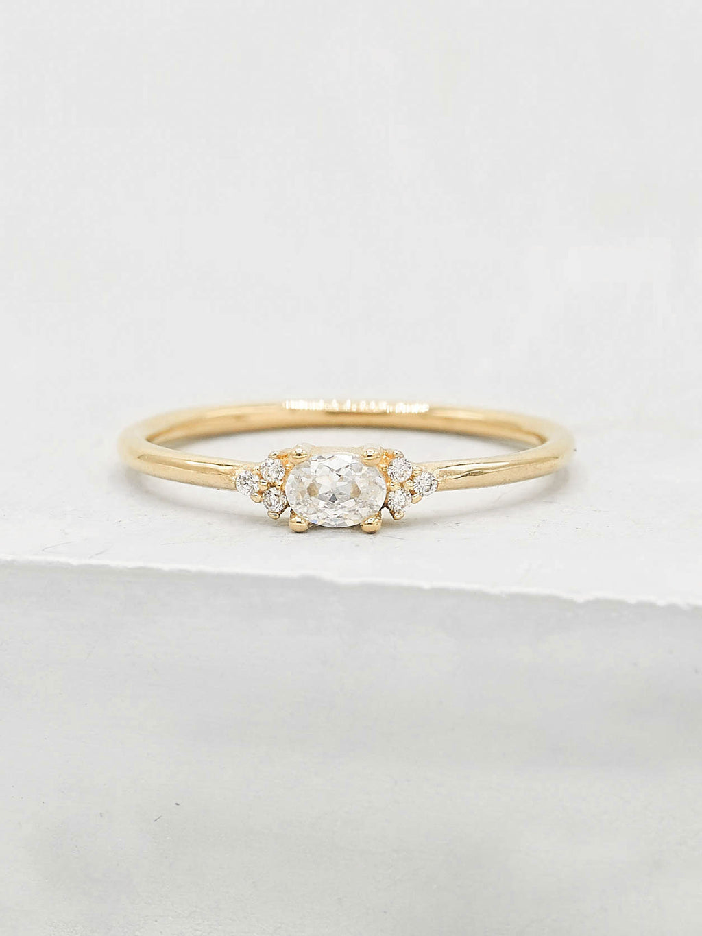 Dainty Oval Ring - Gold