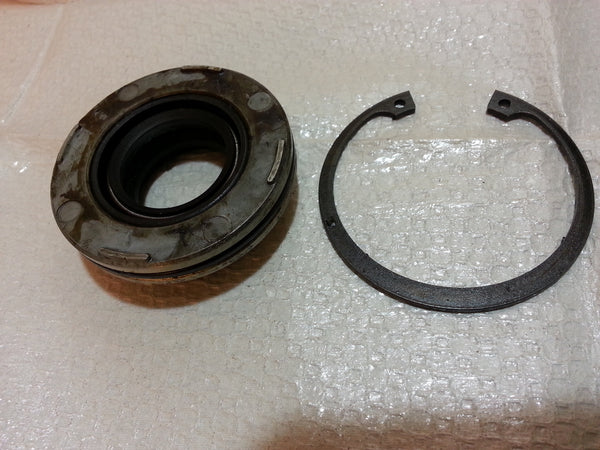 1974-1986 Evinrude Johnson 0386162 Crankcase Head cap & Seal & Snap Ring 40 HP (