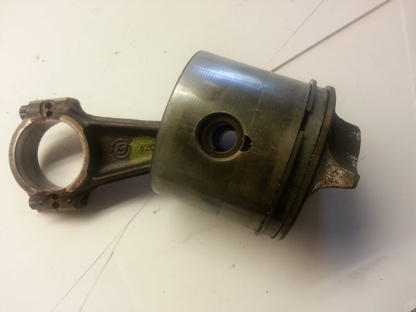1981 Evinrude Johnson 0391056 Piston & Connecting Rod Assy OEM 25-35 HP  MT*
