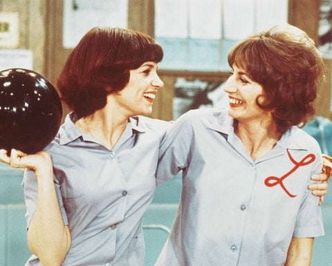 Laverne And Shirley Bowling Penny Marshall Cindy Williams 8x10 Photograph