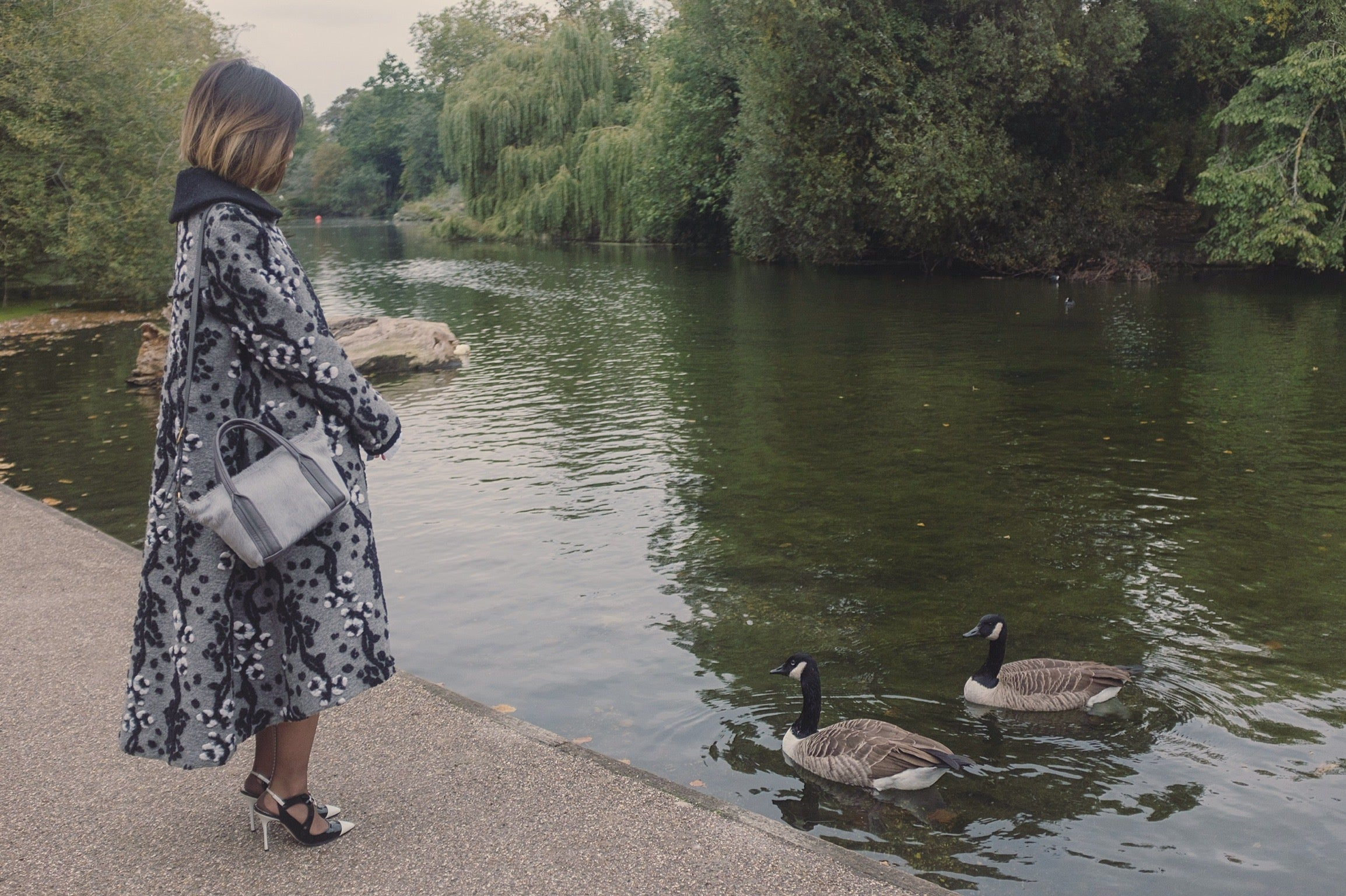 Victoria Park London featuring Jas MB London wings traveller bag and YUAN gray coat 1| On Slowness