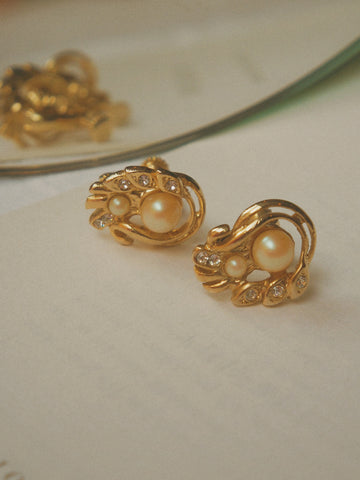 The golden phoenix (Vintage Clip-on Earrings)