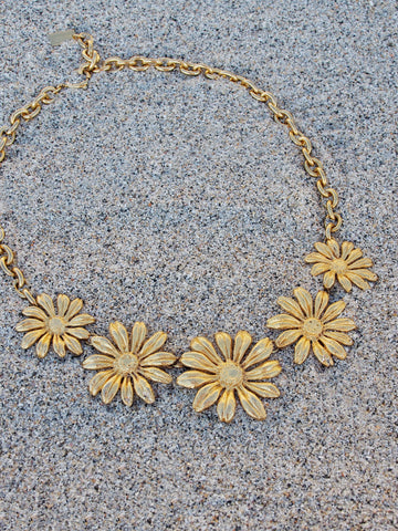 vintage Kenzo flower necklace | on slowness