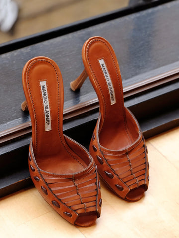 vintage Manolo Blahnik brown mules | on slowness