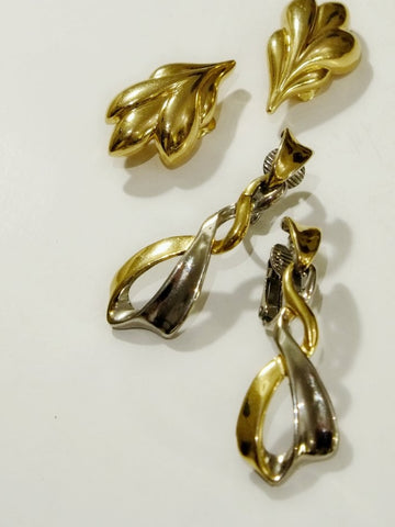 The flowing lines (Vintage Clip-on Earrings)
