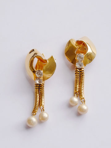 Faux pearls drop clip on earrings (vintage)