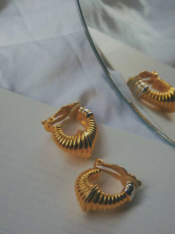 The golden hoops (Vintage Clip-on Earrings)