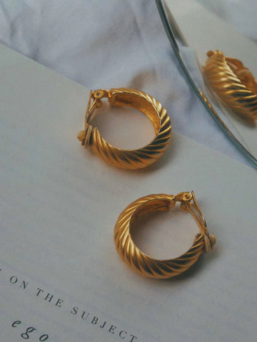 The golden round hoops (Vintage Clip-on Earrings)