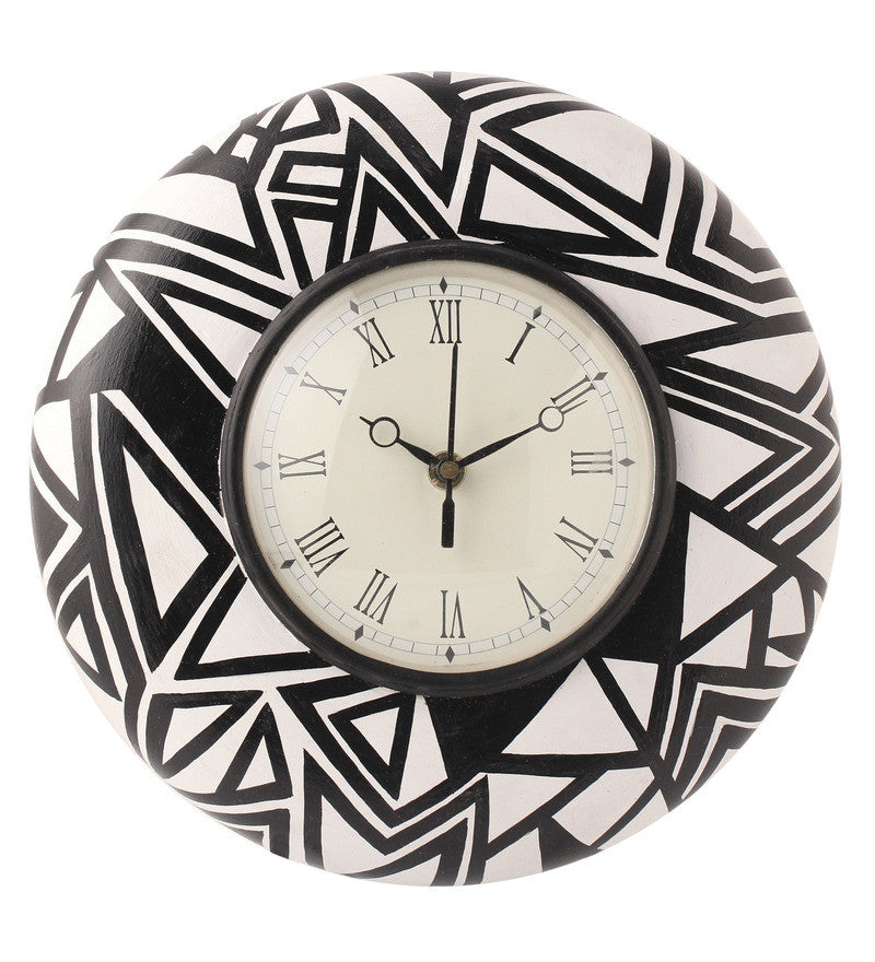 Hand-painted Black & White Magic Wall Clock
