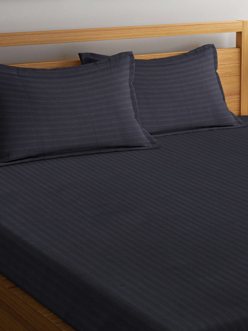 mafatlal-grey-color-cotton-220-tc-double-bed-sheet-with-2-pillow-covers-HFBSSRDLGYGREY