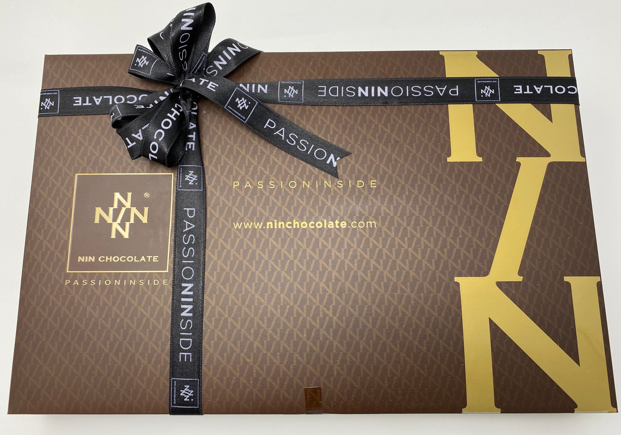NIN Handmade Luxury Chocolate Gift Box (750g)