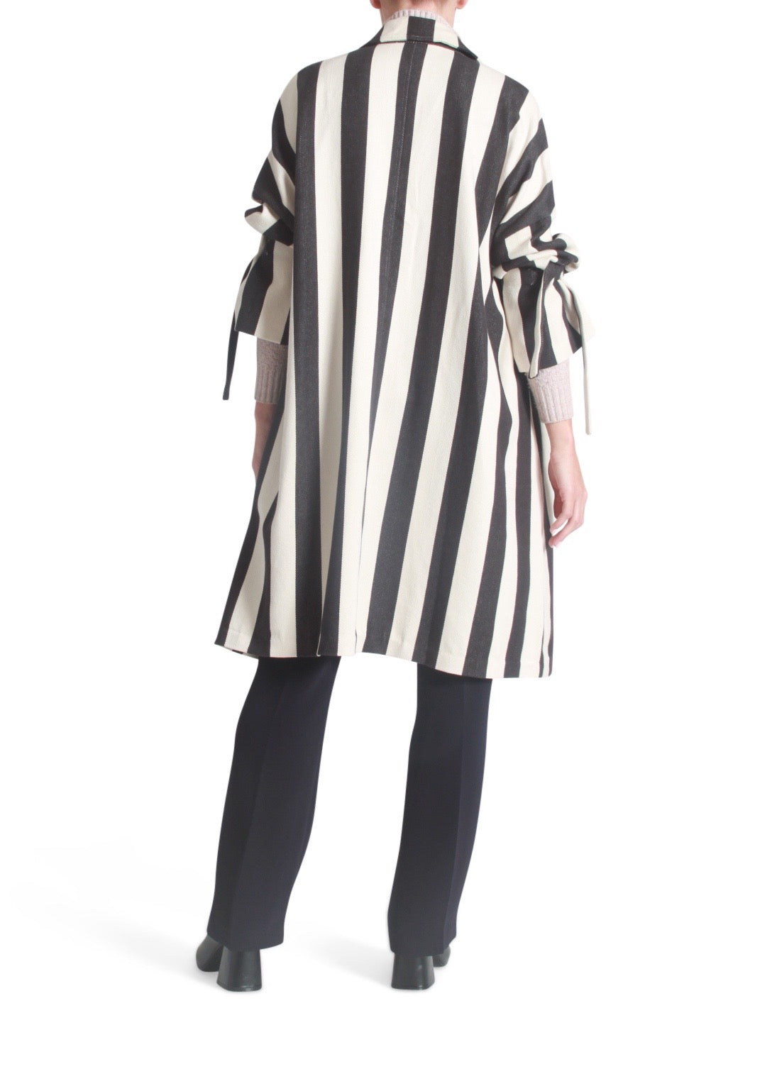 Oversized tie sleeves striped coat