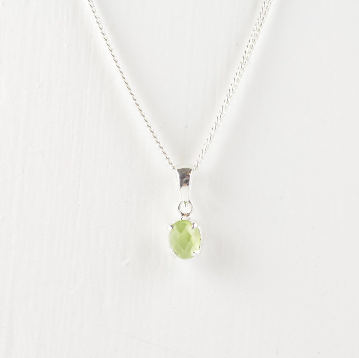 infinity en necklace peridot
