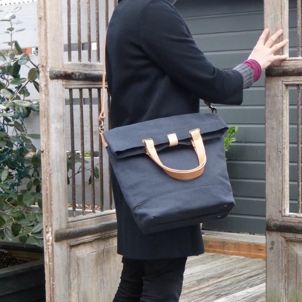 SMALL MESSENGER BAG - Charcoal/Natural