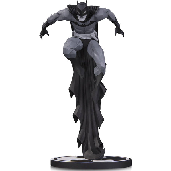 Batman (Jonathan Matthews) | DC Comics | Black & White Statue | DC Collectibles | Woozy Moo