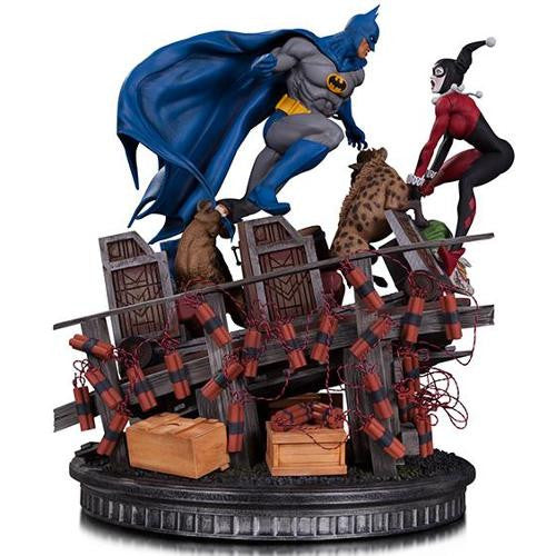 DC Battle Statue - Batman vs Harley Quinn - Limited Edition - DC Collectibles - Woozy Moo