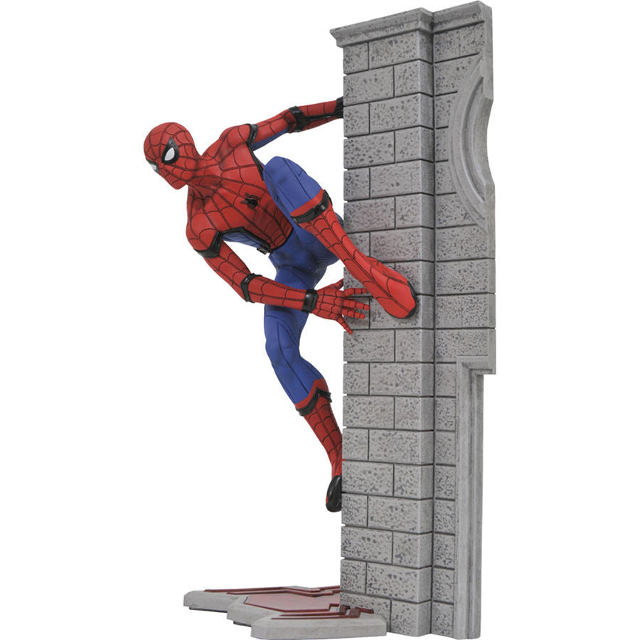 Spider-Man (Homecoming) | Spider-Man: Homecoming (Marvel Cinematic Universe) | Gallery PVC Diorama Figure | Diamond Select Toys / Gentle Giant Studios | Woozy Moo