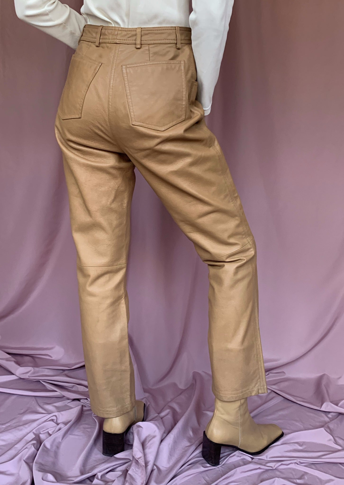 Mid-rise leather pants ~ M