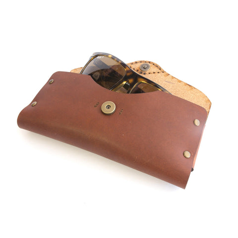 Oak Sunglasses Case (English Tan)