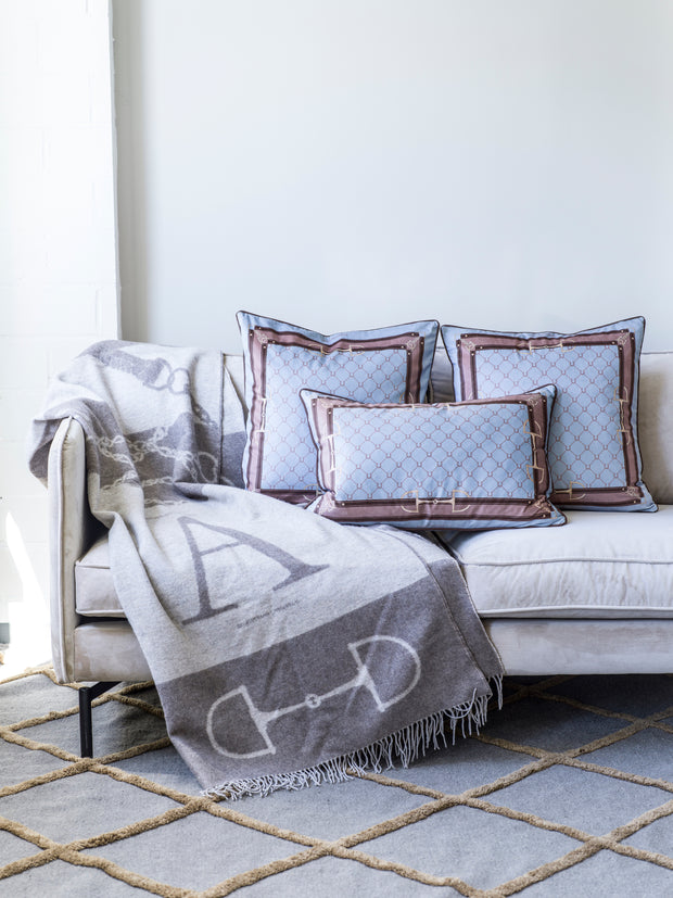 Velvet Equi Luxury 60x40cm (Dusty light Blue & camel) - Pute -    Classic Living - Lekre møbler og dekor