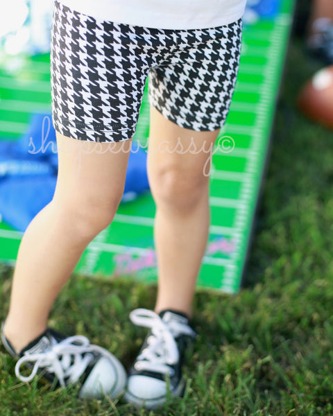 Houndstooth Simple Shorties