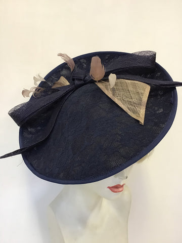 UNBRANDED DARK NAVY BLUE LACE HATINATOR WITH BOW & BEIGE/BROWN FEATHERS