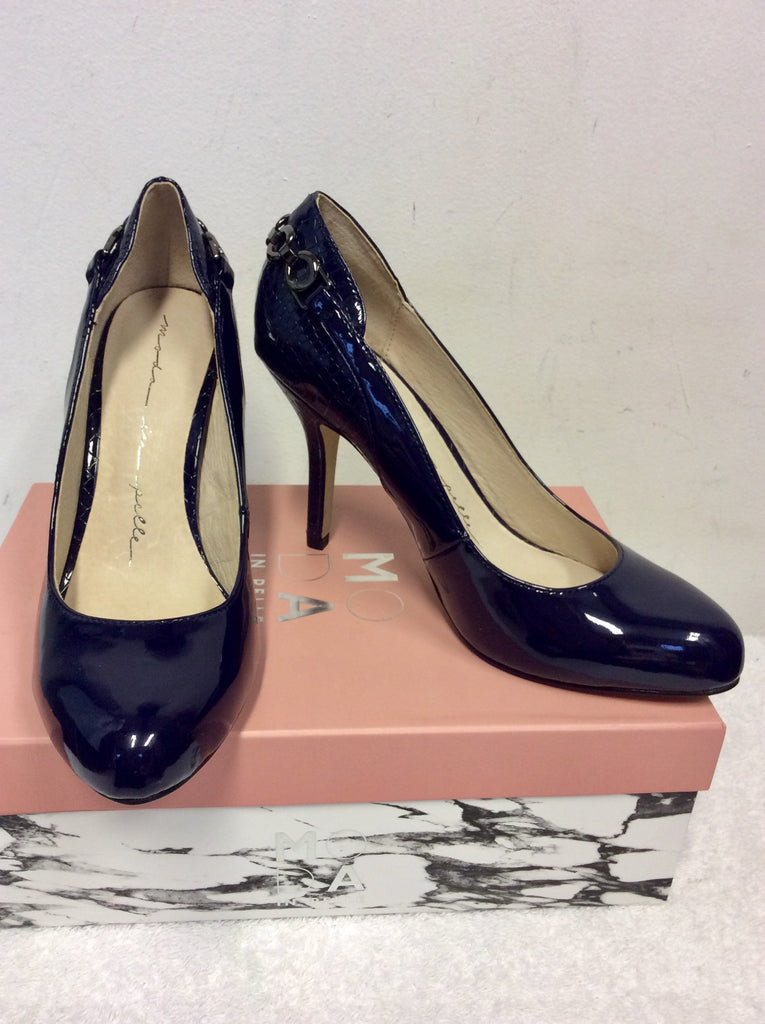 4d752c689b03 BRAND NEW MODA IN PELLE CARLINO NAVY PATENT CHAIN TRIM HEELS SIZE 4 ...