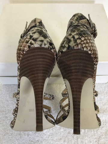 GUESS BY MARCIANO BLACK & BEIGE SNAKESKIN PRINT STRAPPY HEELED SANDALS SIZE 4/37