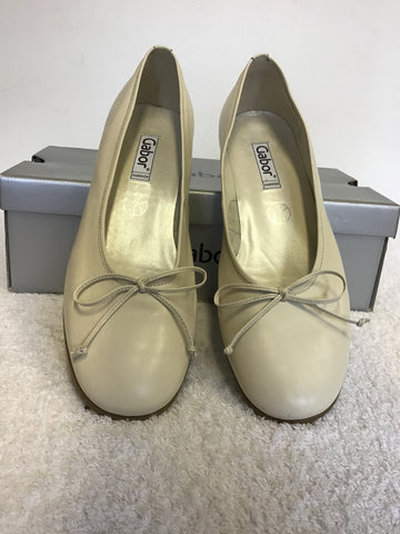 BAND NEW GABOR IVORY LEATHER BOW TRIM KITEN HEELS SIZE 6/39