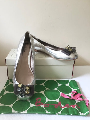 BRAND NEW IN BOX BODEN PORTOBELLO SILVER FLAT LEATHER PUMPS SIZE 7/40