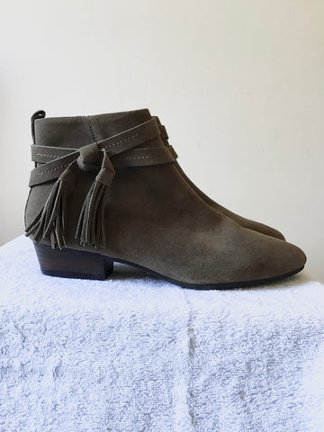 BRAND NEW MARKS & SPENCER OLIVE BROWN SUEDE TASSEL TRIM ANKLE BOOTS SIZE 5.5/39