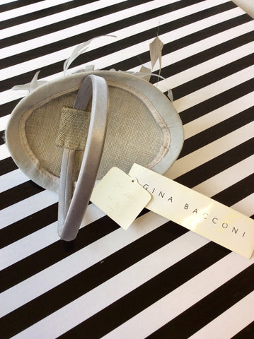 BRAND NEW GINA BACCONI SILVER GREY FEATHER ON SILK FASCINATOR