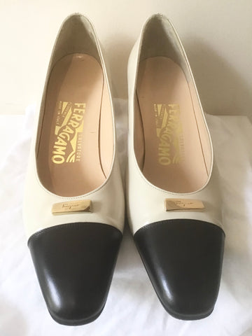 SALVATORE FERRAGAMO CREAM & BLACK TRIM LEATHER COURT SHOES SIZE 2.5 /35.5