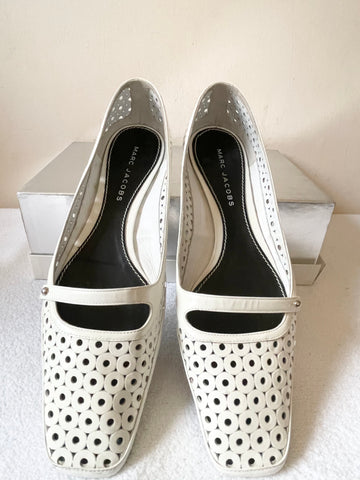 MARC JACOBS WHITE PATENT LEATHER LAZER CUTOUT FLATS SIZE 7/40