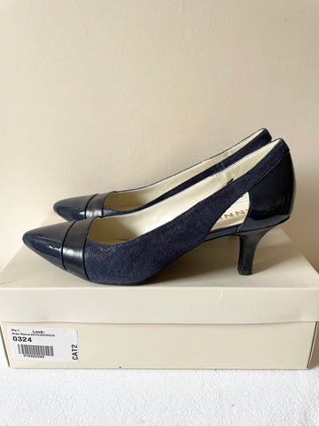 ANNE KLEIN NAVY BLUE CUT OUT SIDE HEELS SIZE 5/38