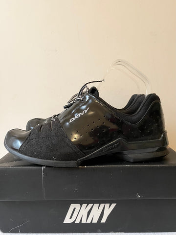 DKNY TECH BLACK PATENT LEATHER LACE UPTRAINERS SIZE US 7 UK 5/38