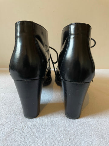 CLARKS BLACK LEATHER LACE UP SHORT HEELED SHOE/BOOTS SIZE 7/41
