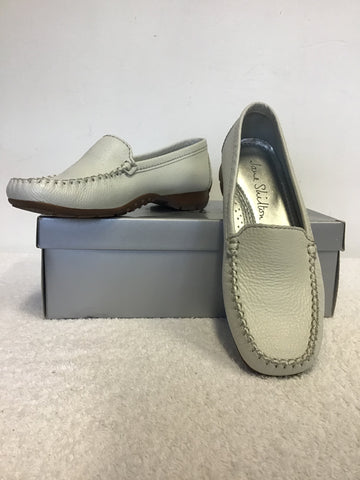 BRAND NEW JANE SHILTON ISABELLA WHITE LEATHER LOAFER FLATS SIZE 4/37