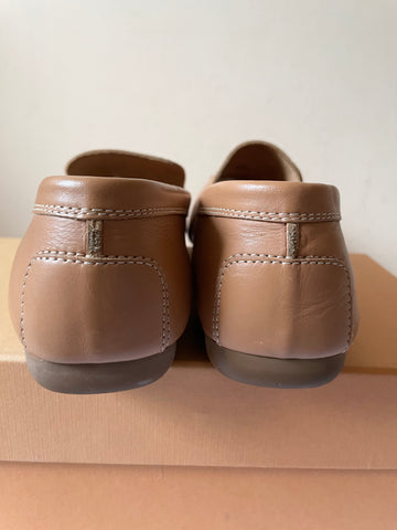 TODS CAMEL LEATHER FLATS SIZE 6.5/39.5