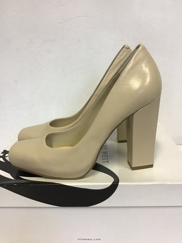 BRAND NEW NINE WEST NATURAL / CREAM LEATHER SQUARE TOE BLOCK HEELS SIZE 5/38