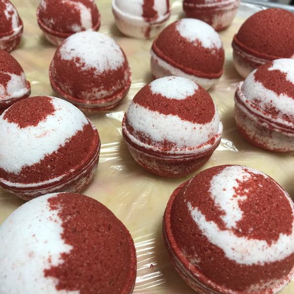 CANDY CANE LUXURY BATH BOMB