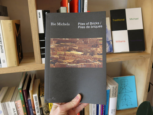 Bie Michels – Piles of Bricks / Piles de briques