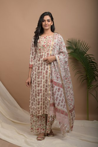 Off White Floral Kurtas Set With Kotadoria Dupatta - Riviera Closet