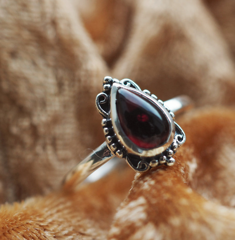 Ilaria - Garnet & Sterling Silver Ring