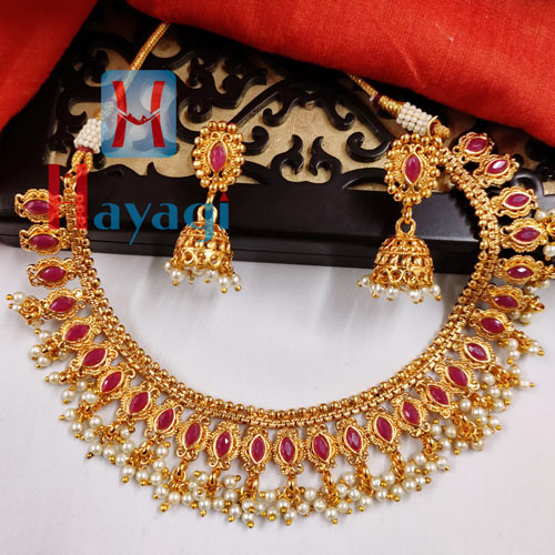 Short Necklace Maroon Stones With White Droplets _Hayagi(Pune)