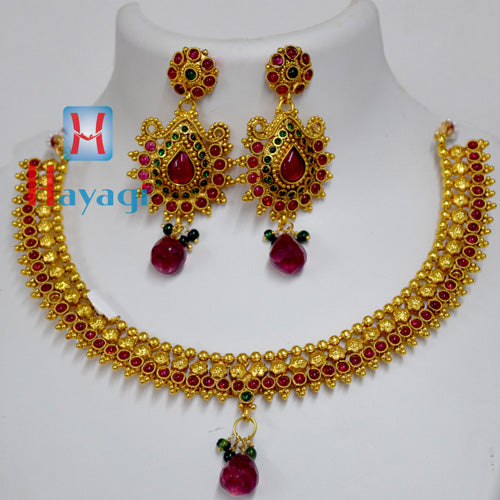 Necklace With Maroon Pearl Circle design Set Online -Hayagi