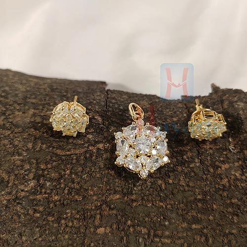 Hexagon Shaped Diamond Pendant Set_Hayagi(Pune)